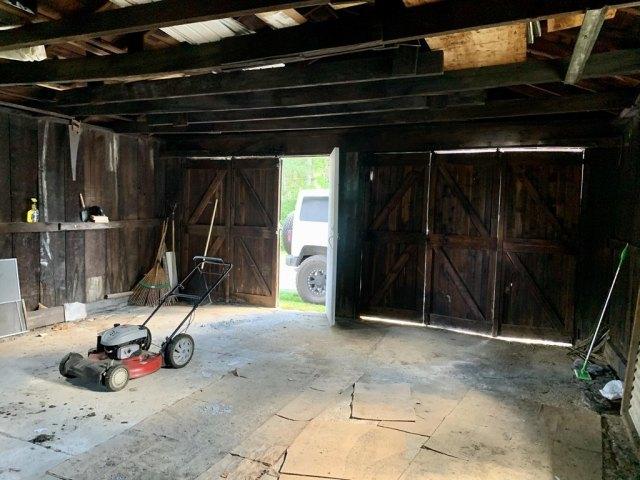 Garage featured at 719 W Mahoning St, Punxsutawney, PA 15767
