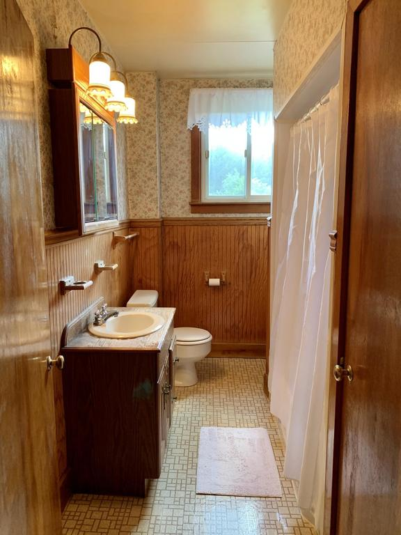 Bathroom featured at 719 W Mahoning St, Punxsutawney, PA 15767