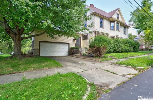 Yard featured at 98 Forest Ave, Jamestown, NY 14701