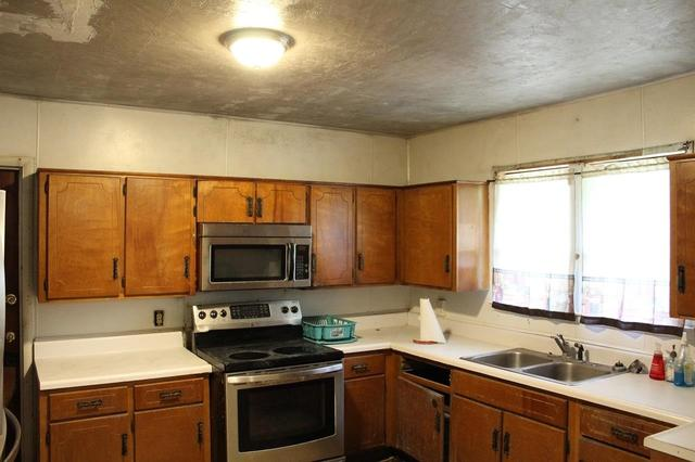 Kitchen featured at 2955 SW SR 14 Hwy, Madison, FL 32340