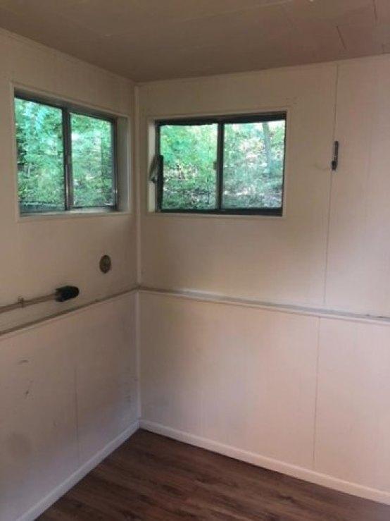 Bathroom featured at 2528 Hilton Ave, Ashland, KY 41101
