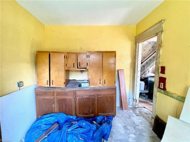 Bedroom featured at 622 Willis Ave, Youngstown, OH 44511