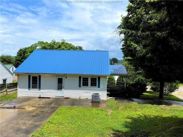 House view featured at 312 7th St, New Haven, WV 25265
