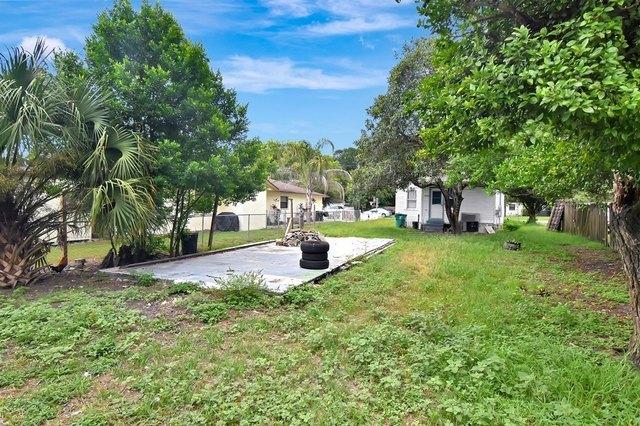 Yard featured at 4835 16th St, Zephyrhills, FL 33542