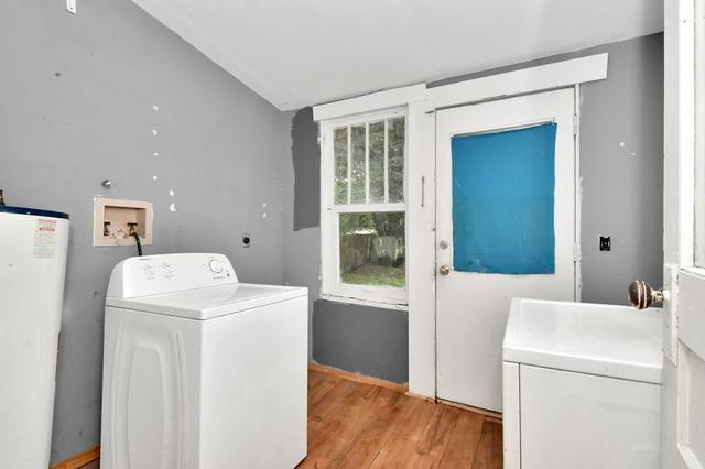 Laundry room featured at 4835 16th St, Zephyrhills, FL 33542