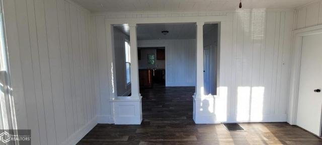 Porch featured at 927 S 15th St, Centerville, IA 52544