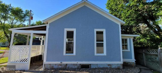 House view featured at 927 S 15th St, Centerville, IA 52544
