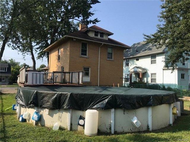 Porch yard featured at 2456 Ontario Ave, Niagara Falls, NY 14305