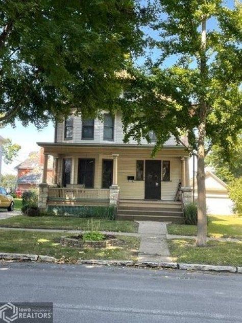Porch yard featured at 807 N 8th St, Burlington, IA 52601