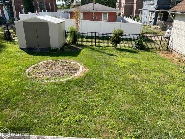 Yard featured at 807 N 8th St, Burlington, IA 52601