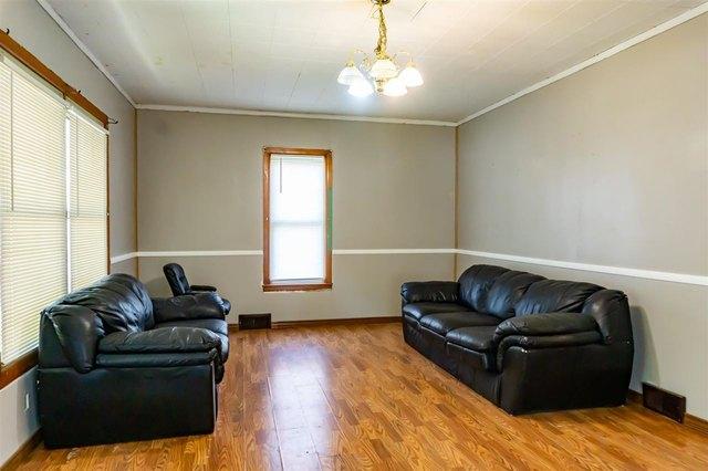 Living room featured at 314 S Broadway St, Herington, KS 67449