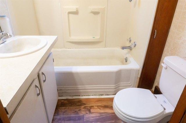 Bathroom featured at 314 S Broadway St, Herington, KS 67449