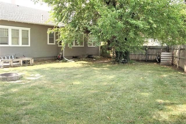 Yard featured at 815 E Main St, Marion, KS 66861