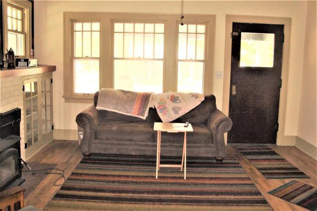 Living room featured at 815 E Main St, Marion, KS 66861