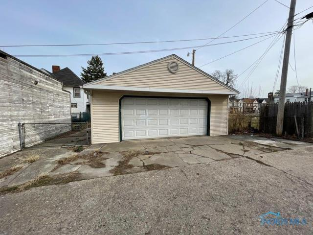 Garage featured at 510 Starr Ave, Toledo, OH 43605