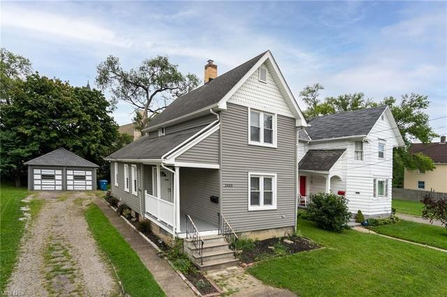 Porch yard featured at 2435 Apple Ave, Lorain, OH 44055