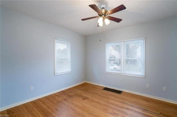 Bedroom featured at 2435 Apple Ave, Lorain, OH 44055
