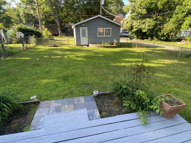 Yard featured at 118 W Forest St, Pittsburg, KS 66762
