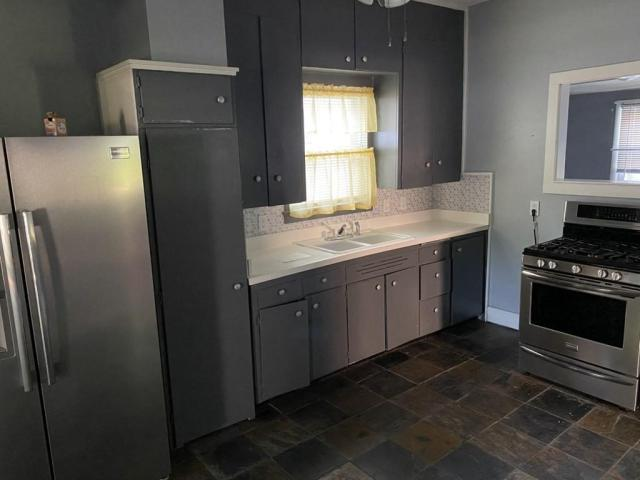 Laundry room featured at 118 W Forest St, Pittsburg, KS 66762