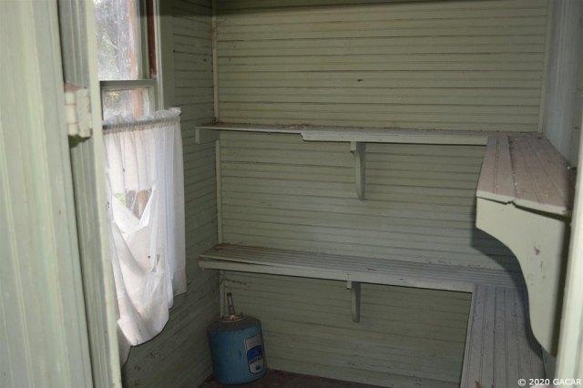 Bathroom featured at 1349 SR 100 Rd, Melrose, FL 32666