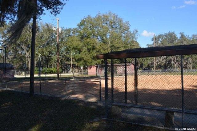Porch yard featured at 1349 SR 100 Rd, Melrose, FL 32666