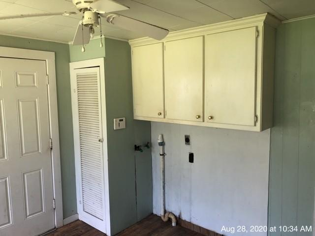 Laundry room featured at 335 Colorado St, Avery, TX 75554