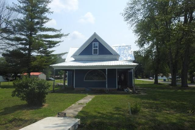 Garage featured at 405 5th St, Centertown, KY 42328