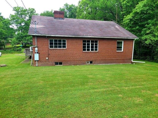 Yard featured at 1598 The Lake Rd, Clintwood, VA 24228