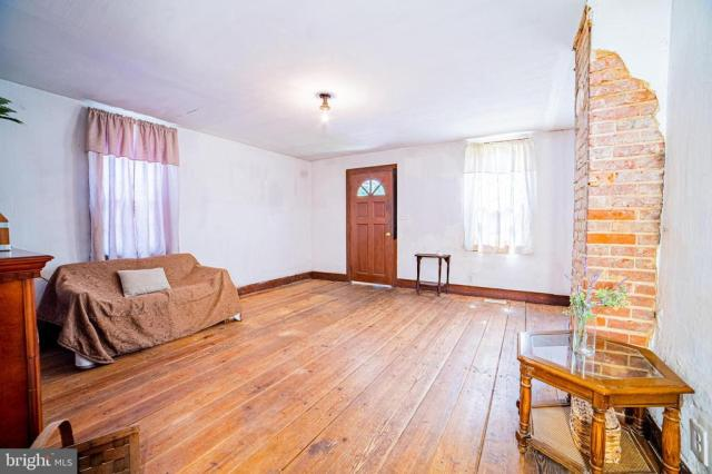 Living room featured at 940 Ye Greate St, Greenwich, NJ 08323