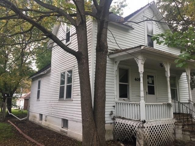 Porch featured at 409 Walnut St SW, Sleepy Eye, MN 56085