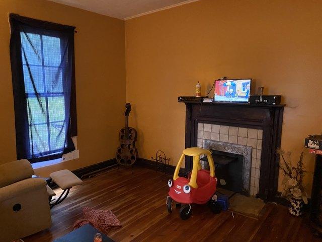 Living room featured at 218 E Cox Ave, Gainesboro, TN 38562