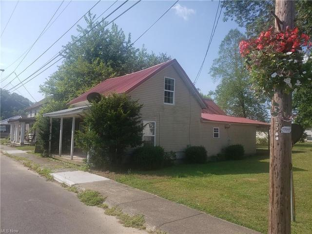 House view featured at 296 Washington St, Elizabeth, WV 25270
