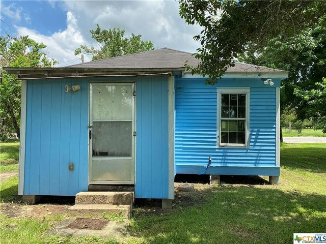 House view featured at 2109 S Laurent St, Victoria, TX 77901