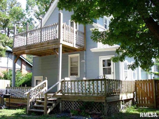 Porch featured at 982 N Cedar St, Galesburg, IL 61401
