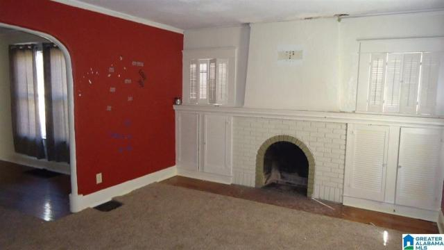 Living room featured at 2118 Woodland Ave, Anniston, AL 36207