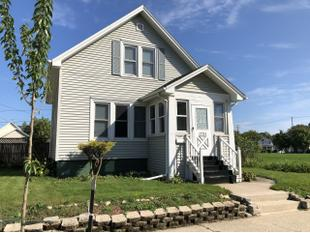 "<div></img>1731 Flett Ave</div><div>Racine, Wisconsin 53405</div>"" data-original=""/img/cdn/assets/layout/patch_white_bg.jpg""></a></figure><div class="