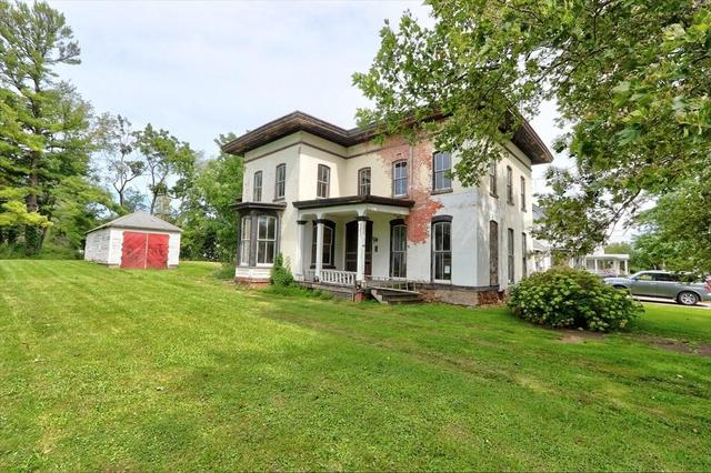 Yard featured at 148 Glasgow St, Clyde, NY 14433