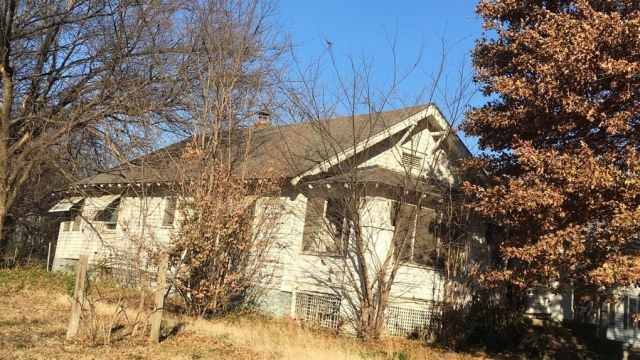 1104 W Chestnut St, Independence, KS 67301