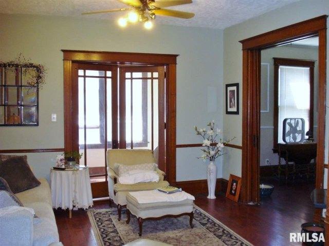 Bedroom featured at 982 N Cedar St, Galesburg, IL 61401