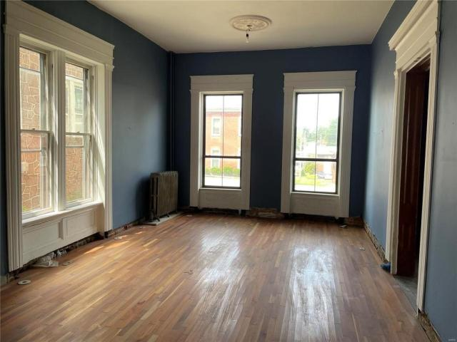 Living room featured at 218 S Charles St, Belleville, IL 62220