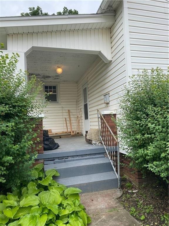 Porch featured at 106 E Carroll St, Paris, IL 61944