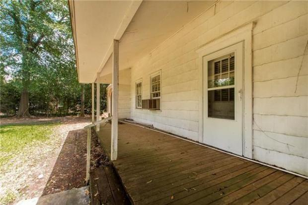Porch featured at 905 Louisiana Ave, Bogalusa, LA 70427