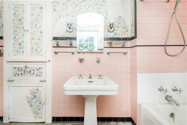 Bathroom featured at 905 Louisiana Ave, Bogalusa, LA 70427