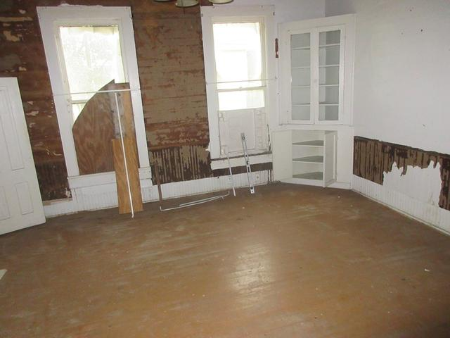 Living room featured at 333 Fleming St, Brundidge, AL 36010