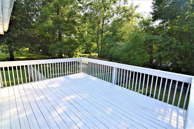 Porch featured at 607 N Monroe St, Carrollton, MO 64633