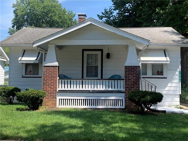 Porch yard featured at 1046 N Hill Ave, Decatur, IL 62522
