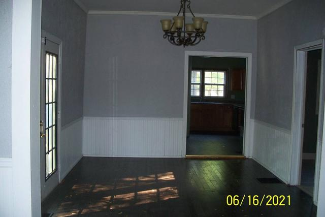 Dining room featured at 262 W Beardstown St, Virginia, IL 62691