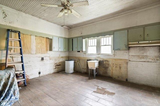 Kitchen featured at 716 Hallsboro Rd N, Clarkton, NC 28433
