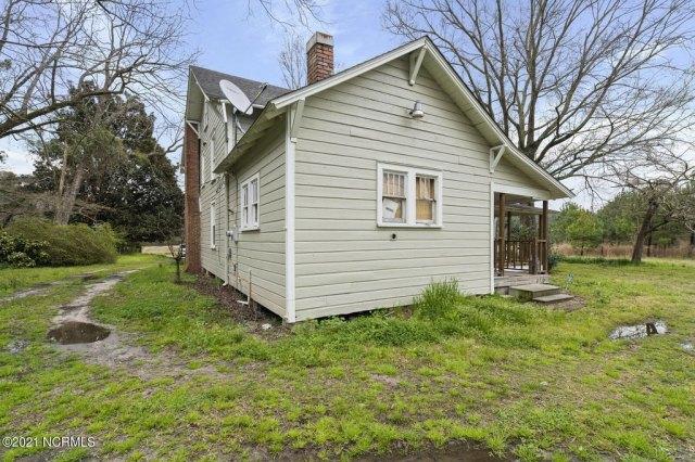 House view featured at 716 Hallsboro Rd N, Clarkton, NC 28433