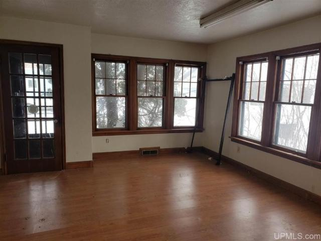 Living room featured at 19 Baraga Ave, Lanse, MI 49946